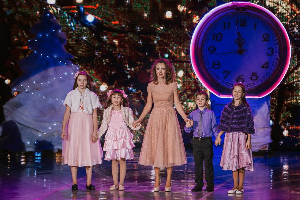 """Накануне Рождества. Участники концерта - детская студия театра """"Территория мюзикла"""""""