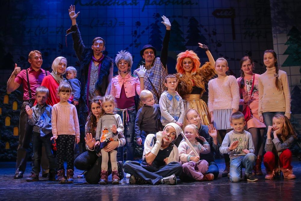 Фотография с актерами театра Территория мюзикла